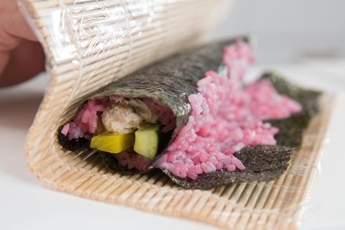 ngon-mieng-da-mat-voi-sushi-cua-mau-tim-vua-ngon-vua-dep-cach-lam-sushi-8