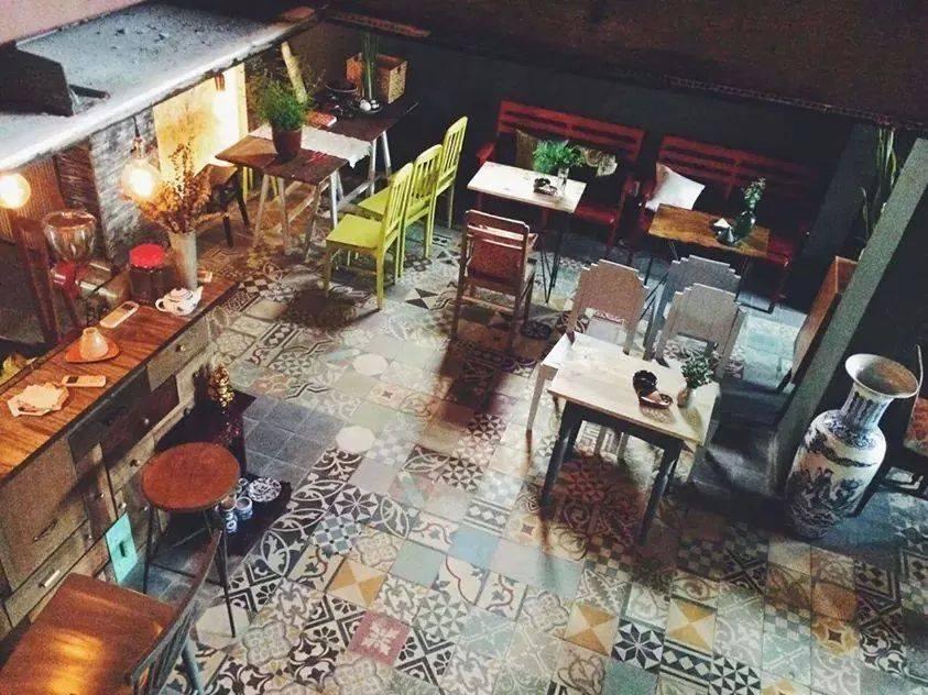 quan-cafe-dep-o-sai-gon-little-chair-khong-gian