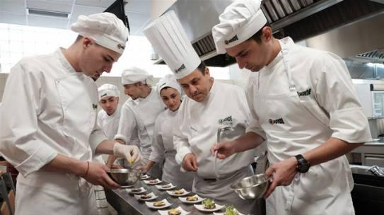 Mức lương nghề đầu bếp năm 2020 là bao nhiêu ?