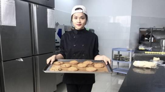 Phạm Khánh Linh cô đầu bếp giảm 35 kg nhờ tập gym