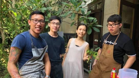 Chef Nguyễn Mạnh Hùng: Bỏ việc khách sạn 5 sao, ở nhà nấu ăn cho vợ