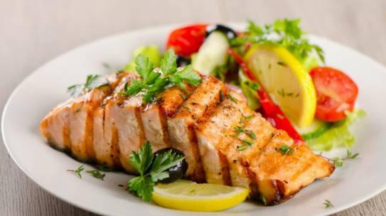 6 cách chế biến cá hồi nhanh nhưng vẫn giữa được hàm lượng dinh dưỡng trong thực đơn các khách sạn lớn