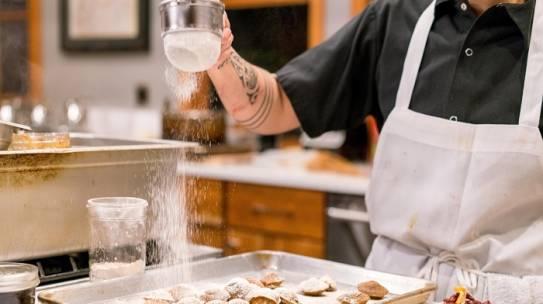 Công việc của một đầu bếp và những định kiến sai lầm về nghề đầu bếp