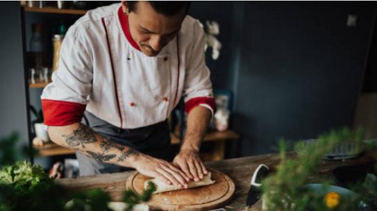 Đeo găng tay khi nấu nướng là điều các Đầu bếp ghét nhất?