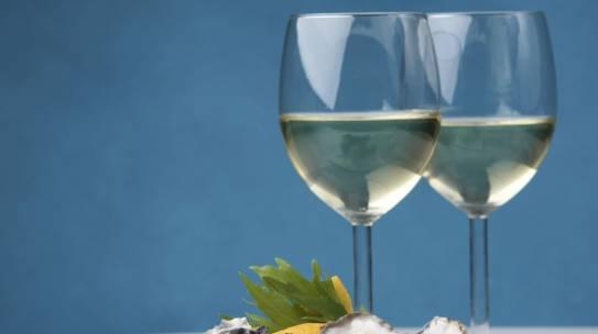 Một số điều cơ bản về rượu vang khi kết hợp với hải sản các đầu bếp cần biết