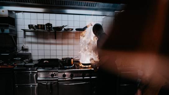 Khát khao trở thành Đầu bếp giỏi: Tôi làm việc 14 tiếng mỗi ngày!!!