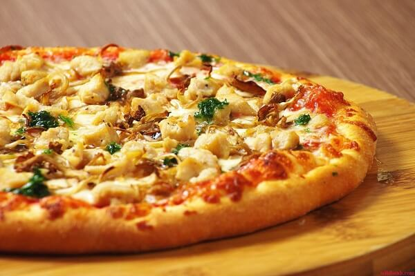 cach-lam-banh-pizza-bo-bam-dua-ngon-khong-kem-ngoai-tiem5