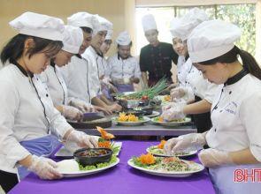 Nhiều lao động Hà Tĩnh chọn nghề đầu bếp: Dễ học – thu nhập khá!
