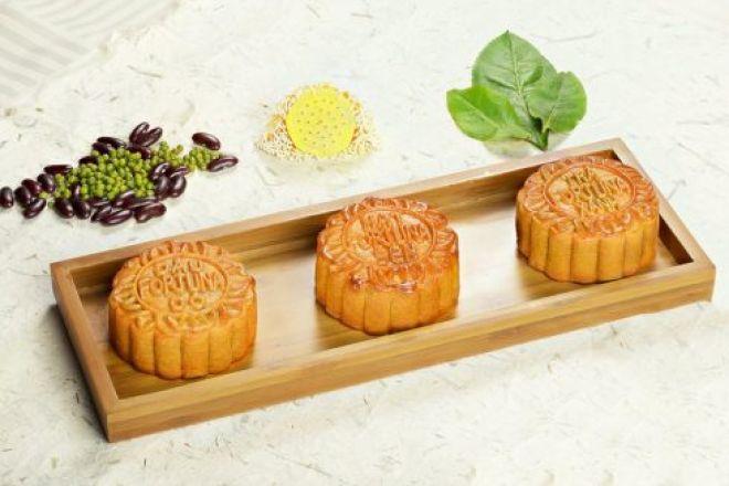 Fortuna-Hanoi-Moon-Cake-3-490x327.jpg