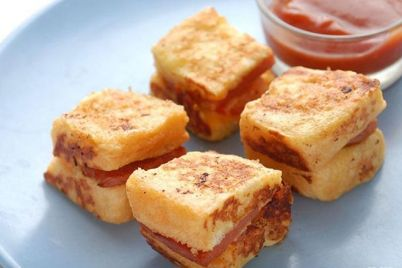 lam-banh-mi-sandwich-trung-chien-xuc-xich-cap-toc-cuc-ngon-8.jpg